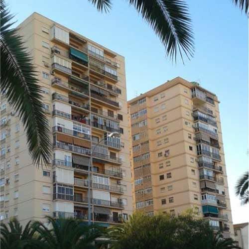 Las viviendas individuales que conforman el origen del barrio de Ciudad Jardín evolucionaron hacia edificaciones verticales conforme pasaron los años en este barrio de Málaga.